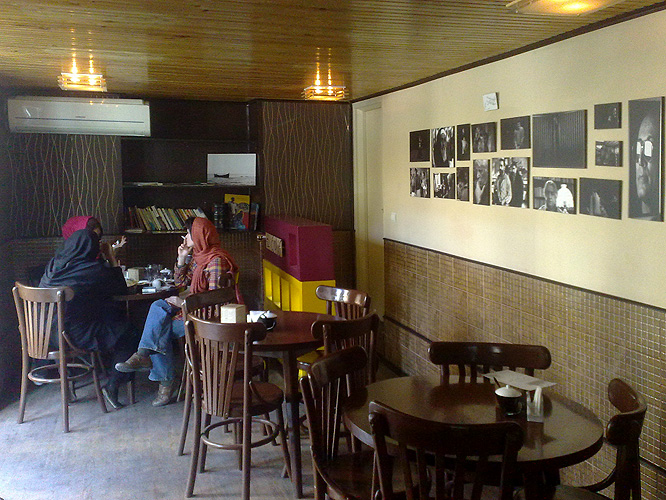 Life goes on in tehran june 1 2010 for Divan restaurant tehran
